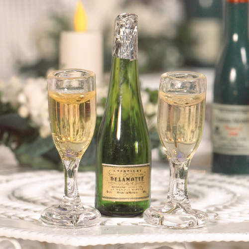 2150 - Champagne & Flutes