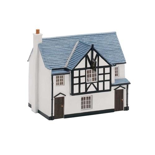 Hornby R8620 - Small Pub - Golden Fleece - 00 Gauge