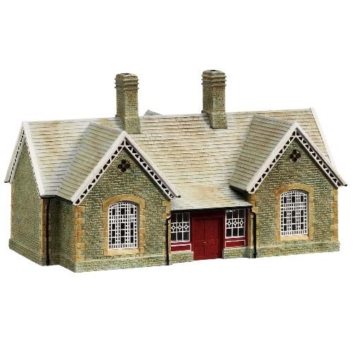 Hornby R8798 - Hornby East Station - 00 Gauge