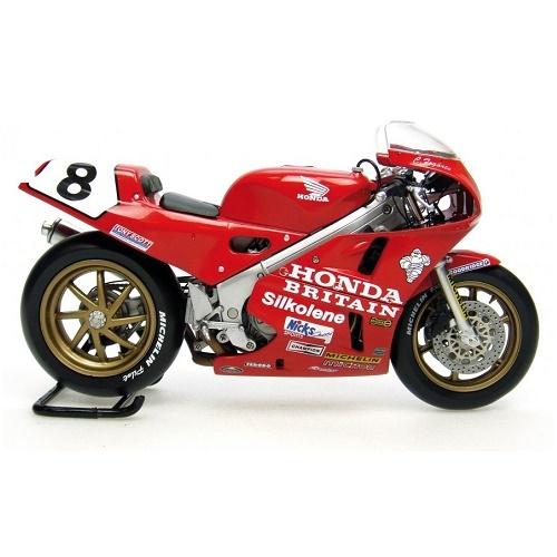 Universal Hobbies 4822 - Honda RC30 Motorbike Carl Fogarty Isle of Man TT F1 Winner 1990-