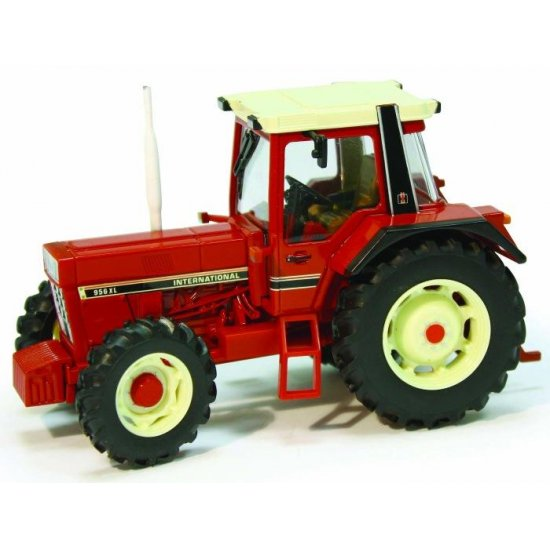 Britains 42490 - International 956XL Tractor - Scale 1.32